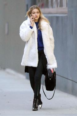 Gigi Hadid - Look casual