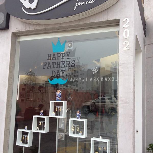 Decoracion tienda Balboa strip mall - alexandra temple diseñadora de joyas de plata