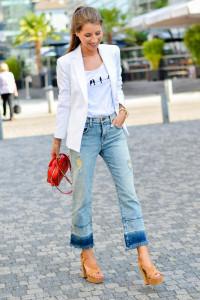 cropped flare jeans con sandalias - moda primavera verano